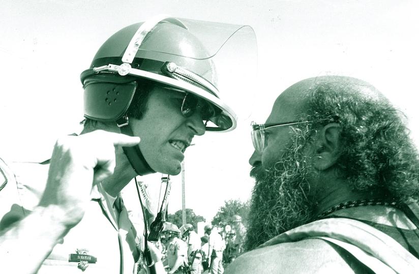 DA-YT31-Cop&Hippie