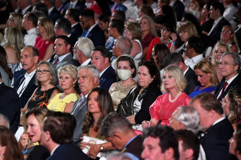 trump-crowd-nomasks